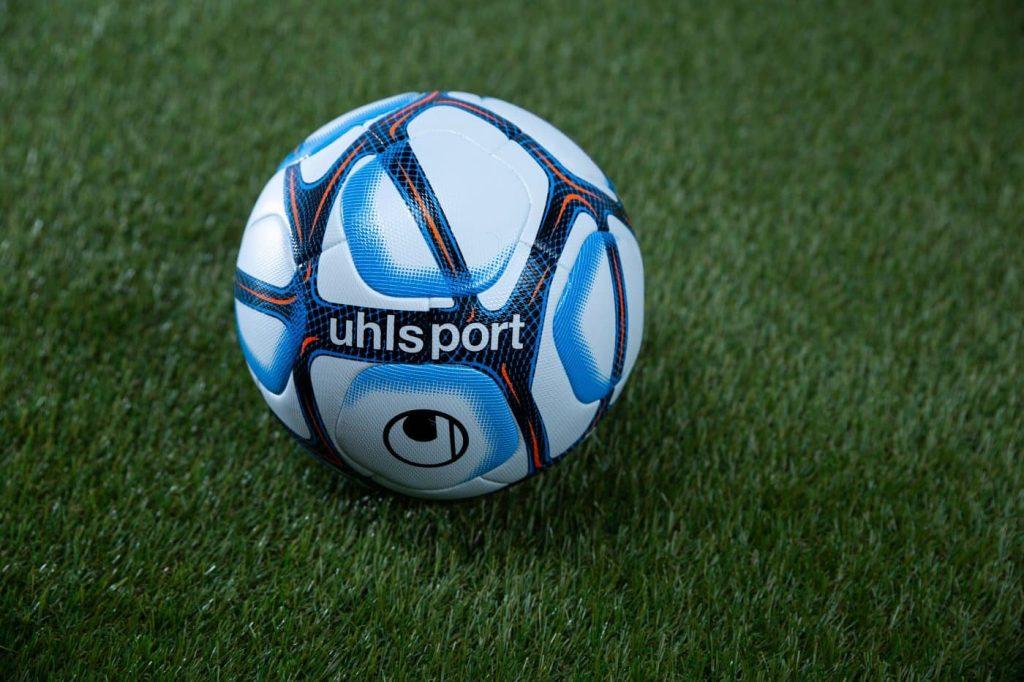 Uhlsport Devoile Les Ballons 2020 21 De La Ligue 1 Et De La Ligue 2 Footsilo