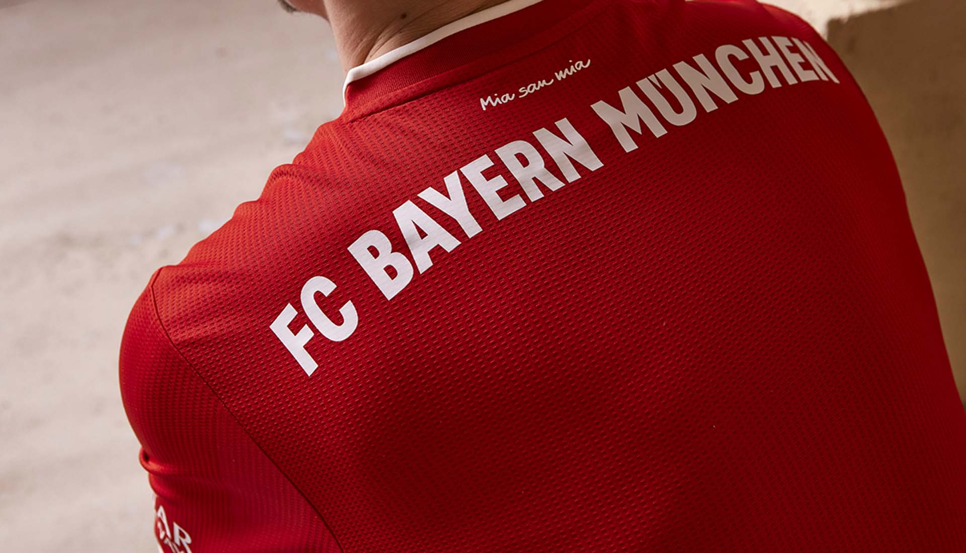 details dos du maillot domicile Bayern 2020-2021