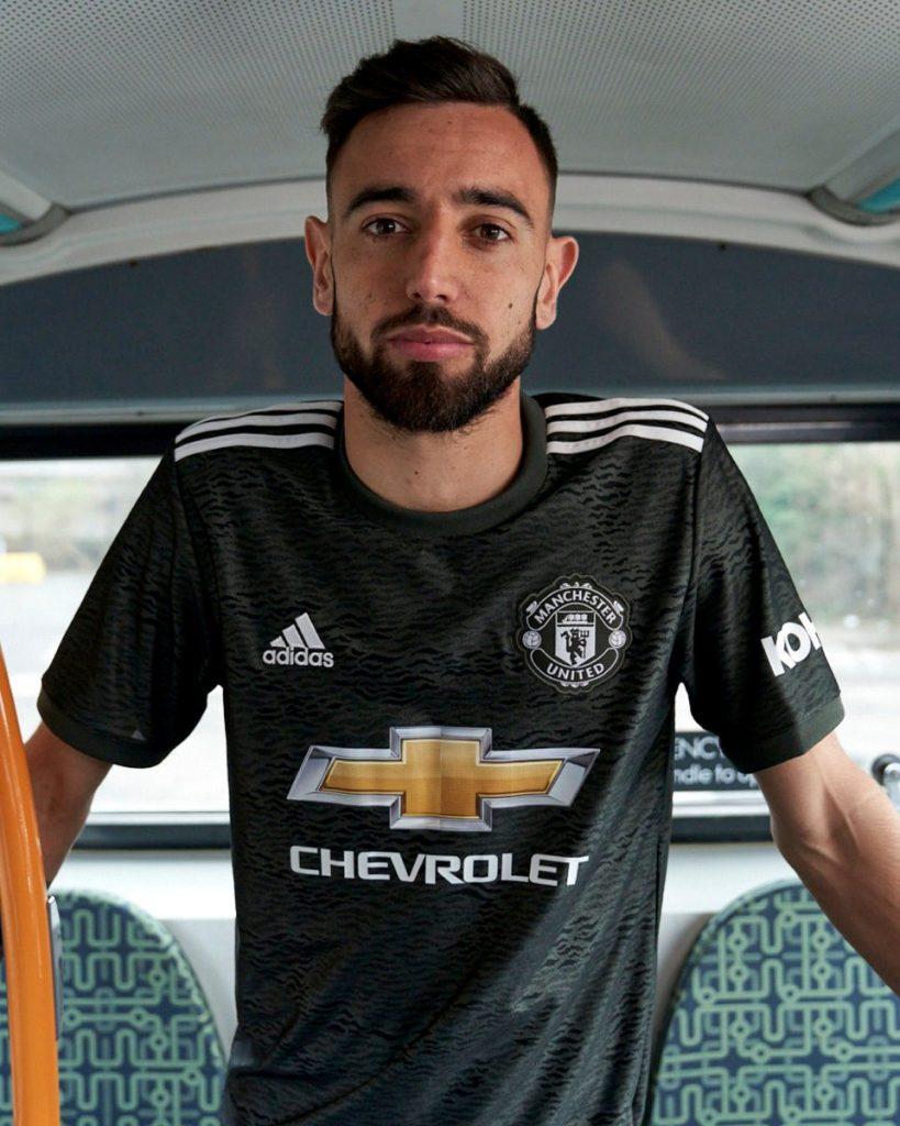 Manchester United présente ses nouveaux maillots 2020-2021   Footsilo